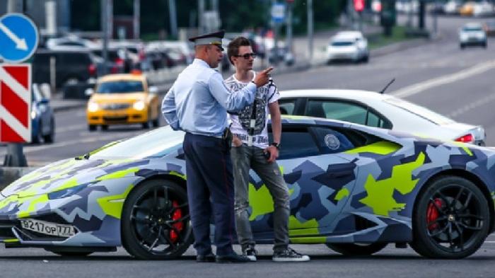 اشتري ماكسيم ياكوبيتس سيارة رياضية فاخرة بالأموال التي قام بسرقتها