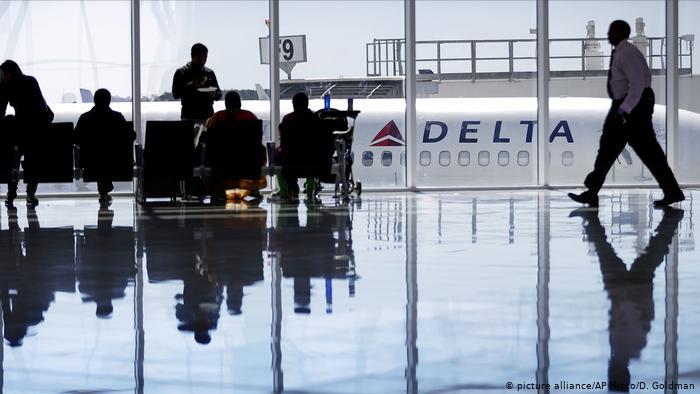 اتهام طاقم تابع لشركة ديلتا أيرلاين الأمريكية للطيران متهم بالعنصرية ضد ركاب مسلمين