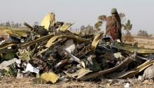 ضابط شرطة إثيوبي في موقع تحطم طائرة الخطوط الجوية الإثيوبية الرحلة 302 في 11 مارس 2019
