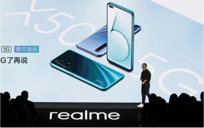 مدير التسويق في شركة ريلمي الصينية تشي شي لدى حضوره الكشف عن جهاز من طراز الجيل الخامس ريلمي اكس 50 في بكين يوم الثلاثاء 7 يناير 2020