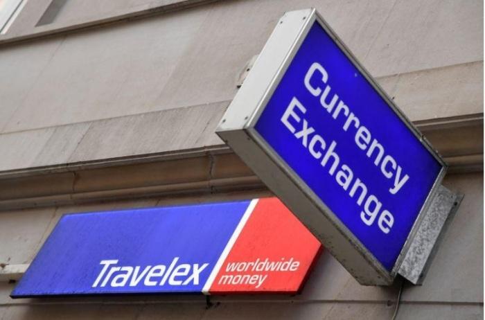 شعار شركة ترافيليكس لخدمات تحويل الأموال الدولية على فرع لها في لندن يوم 8 يناير 2020