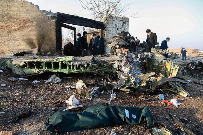 حطام الطائرة الأوكرانية المنكوبة التي تحطمت بالقرب من العاصمة الإيرانية طهران يوم الأربعاء 8 يناير 2020