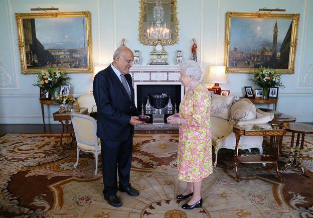 منحت الملكة الدكتور مجدي يعقوب لقب سير منذ 1991