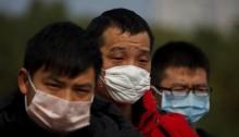 صينيون يرتدون أقنعة واقية ضد كورونا