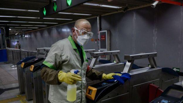 غسل اليدين بالصابون من وسائل الوقاية من انتقال فيروس كورونا