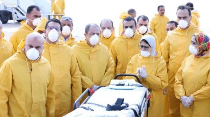 وزيرة الصحة المصرية في مطار العلمين لاستقبال العائدين (صفحة وزارة الصحة المصرية علي الفيسبوك)