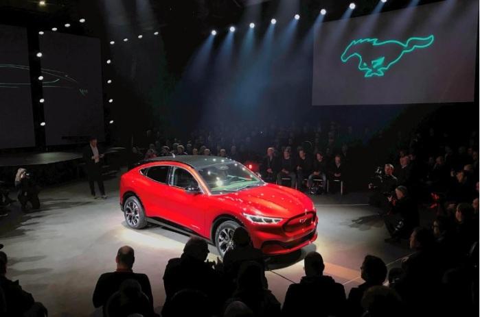 سيارة فورد موستانج ماش-إي الكهربائية أثناء إطلاقها في أوسلو، النرويج في 18 نوفمبر 2019