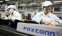 عاملات في مصنع فوكسكون في الصين