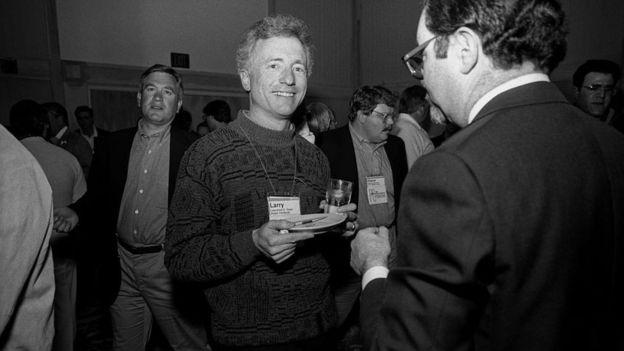 """كان تيسلر معارضا قويا لخاصية """"الأوضاع"""" في برمجيات الحواسيب. التقطت هذه الصورة عام 1991"""
