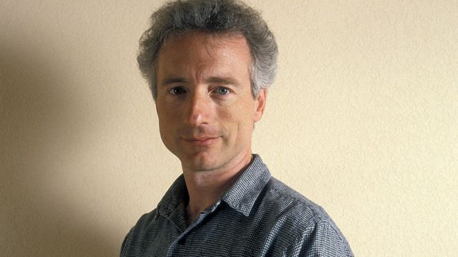 التقطت هذه الصورة للعالم لاري تيسلر، خلال منتدى الكمبيوتر الشخصي عام 1989، والذي استهدف جعل أجهزة الكمبيوتر متاحة اكثر للجمهور