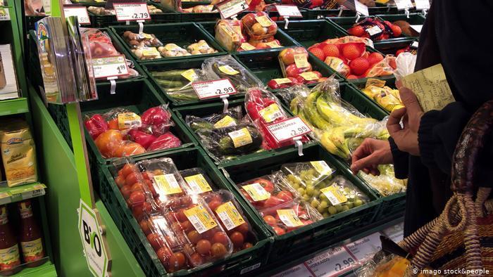 محاولات حثيثة لابتكار أنواع جديدة من الأغلفة الصديقة للبيئة لحفظ الخضروات والفاكهة لفترات زمنية اطول، بما يساعد في تقليل الكميات المهدرة منها