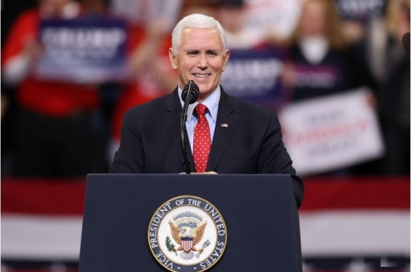 نائب الرئيس الأمريكي مايك بنس يتحدث في ولاية ايوا الأمريكية يوم 30 يناير 2020