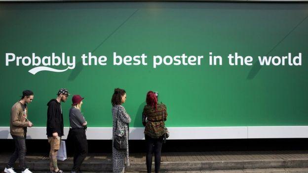"""استخدمت شركة """"كارلسبرج"""" للبيرة أساليب تسويقية غير مباشرة، لكن الأبحاث أظهرت أنها أكثر قدرة على الإقناع من الإعلانات الصريحة"""