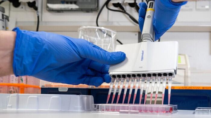 شركات الدواء حول العالم تتسابق لإيجاد حل لوباء كورونا