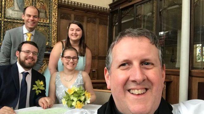 شاهد أكثر من 100 شخص حفل زفاف كريستن وريتشارد عبر فيسبوك