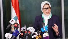 سخرية المصريين من كورونا لم تنتظر إعلان وزارة الصحة عن أول إصابة بالفيروس المستجد، إذ أنها بدأت قبل ذلك بكثير