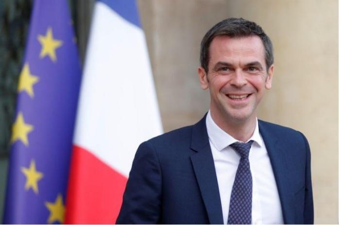 وزير الصحة الفرنسي أوليفيه فيران بعد اجتماع في قصر الإليزيه في باريس يوم 19 فبراير 2020