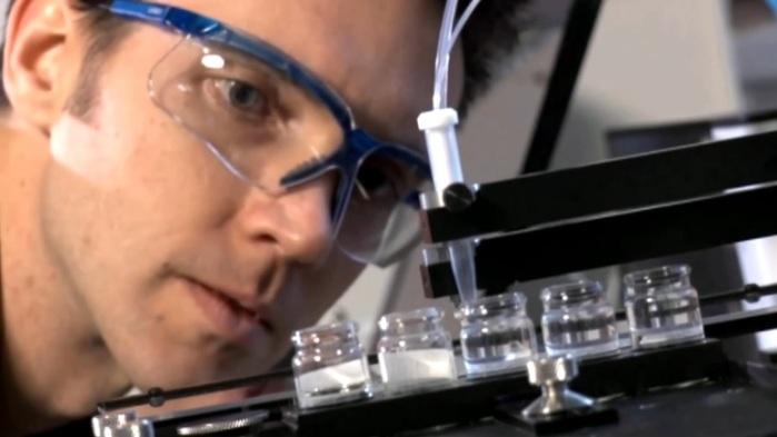 هل تستطيع شركات الدواء الأمريكية أن تلاحق سرعة فيروس كورونا في الأنتشار