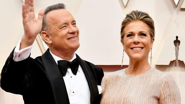 توم هانكس وريتا ويلسون خلال حفل توزيع جوائز الأوسكار السنوي الـ92 في هوليوود يوم 09 فبراير 2020
