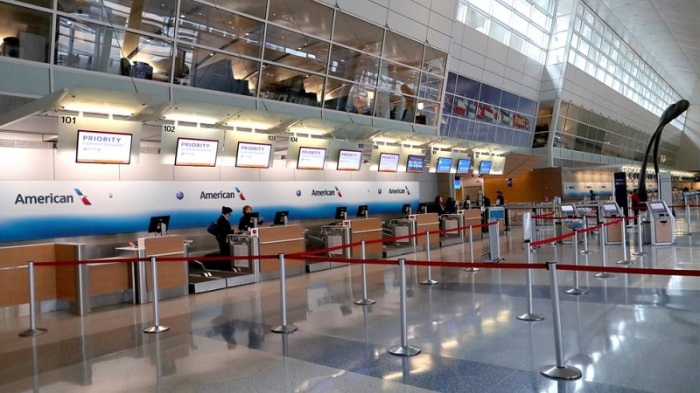 """أعلنت شركة """"أمريكان ايرلاينز"""" أنها ستخفض رحلاتها الجوية الدولية بمقدار الثلث بعد تباطؤ وتيرة حركة الطيران إثر تفشي فيروس كورونا المستجد"""
