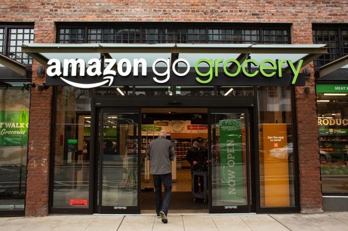 """أحد متاجر شركة أمازون للبقالة والتي تسمي """"جو جروسيري"""""""
