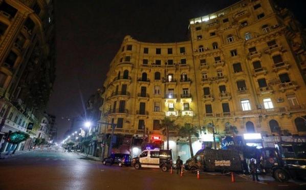 قضي المصريون أوقات الحظر إما علي الإنترنت أو الموبايل