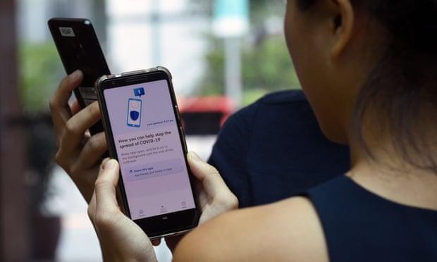 تستخدم سنغافورة بالفعل تطبيق تتبع لمصابي فيروس كورونا، على غرار التطبيقات التي ستتعاون فيها أبل وجوجل