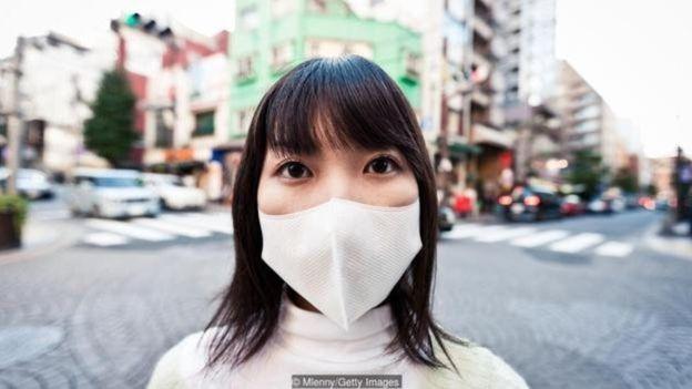 الكثير من اليابانيين معتادون على ارتداء الكمامات بسبب الوعي الصحي المتجذر في ثقافتهم