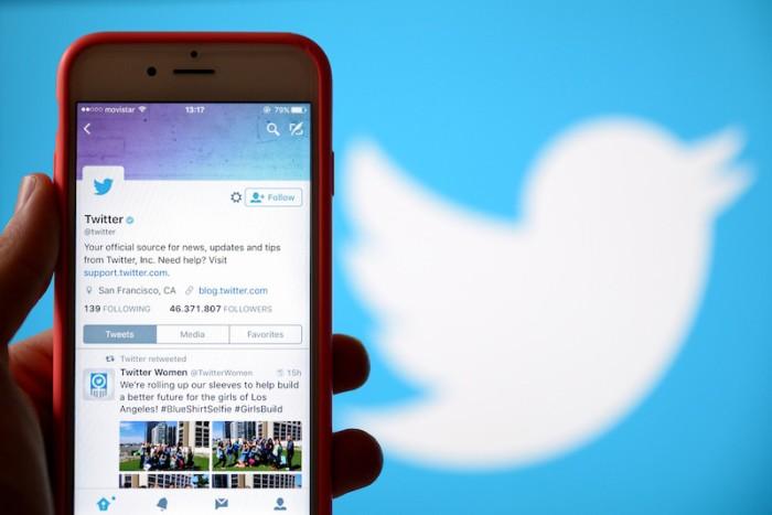 يقوم تويتر بإزالة التغريدات التي تحرض على القيام بعمليات تخريبية لتدمير المعدات اللاسلكية لشبكات الجيل الخامس للاتصالات النابعة من نظرية المؤامرة التي ربطت هذه الشبكات بفيروس كورونا