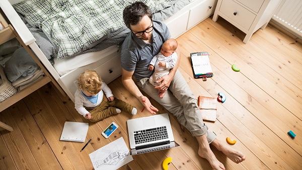 ملايين من البشر يمارسون عملهم اليومي من المنزل في ظل العزلة الوقائية