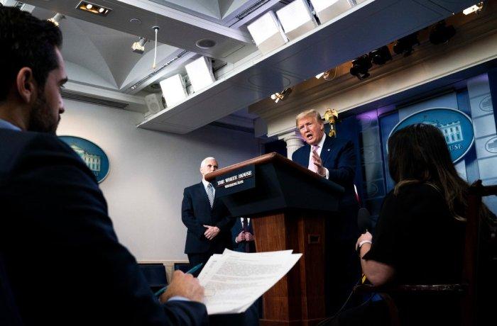 الرئيس ترامب يقدم المشورة الطبية يوم السبت ، مما يشير إلى أنه يجب على الناس تجربة هيدروكسي كلوروكوين ، وهو دواء للملاريا ، لفيروس كورونا يوم السبت 4 أبريل 2020