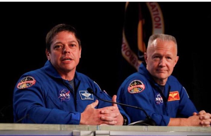 رائدا الفضاء بوب بنكن (يسار) و داج هيرلي