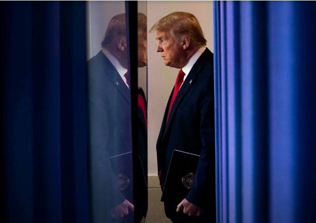 الرئيس ترامب يفعل قانونا من حقبة الحرب الكورية لإجبار الشركات الأمريكية على بيع أقنعة الوقاية في السوق المحلية