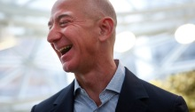 أغني رجل في العالم الملياردير جيف بيزوس رئيس ومؤسس شركة أمازون ومالك صحيفة واشنطن بوست
