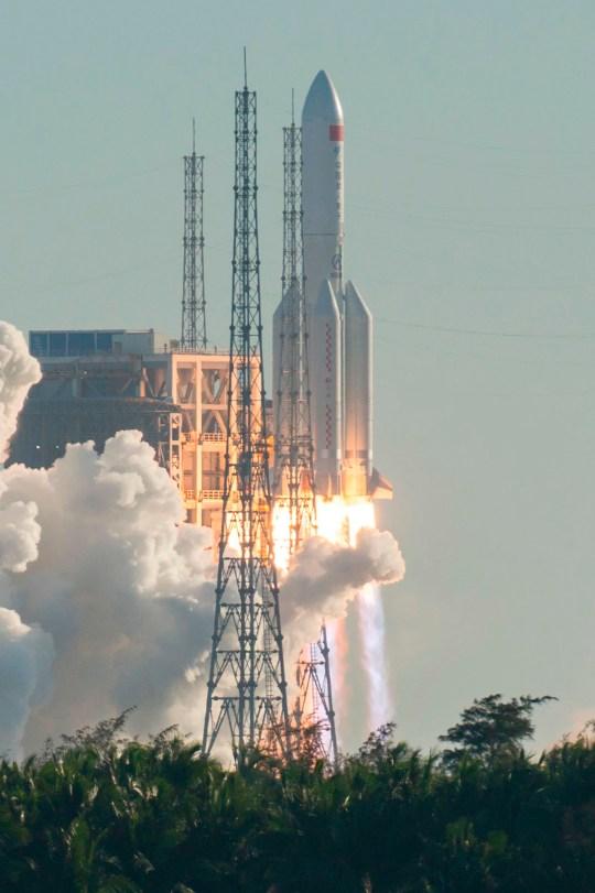 الصاروخ (لونج مارش-5 بي) ينطلق من مركز وينشانج للإطلاق الفضائي في الصين يوم 5 مايو 2020