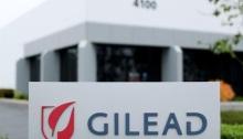 شعار شركة جيلياد أمام مقر الشركة في أوشيانسايد بولاية كاليفورنيا الأمريكية يوم 29 ابريل 2020
