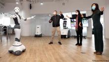 تم استخدام الروبوتات بفعالية في العديد من الأمكنة في ووهان في الصين وهي المدينة التي انطلق منها وباء كورونا
