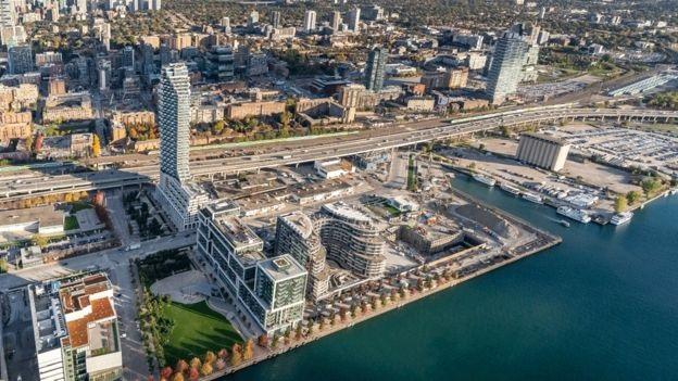 المنطقة الصناعية السابقة التي كانت الشركة تعتزم تطويرها تطل على بحيرة أونتاريو
