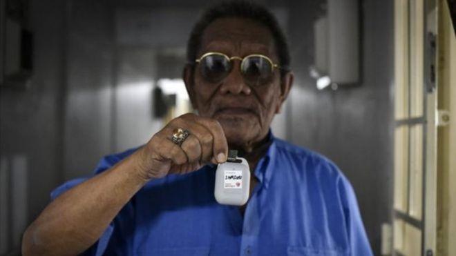 أجهزة تتبع مخالطي المصابين بفيروس كورونا في سنغافورة