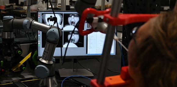 الروبوت يعمل بالذكاء الاصطناعي