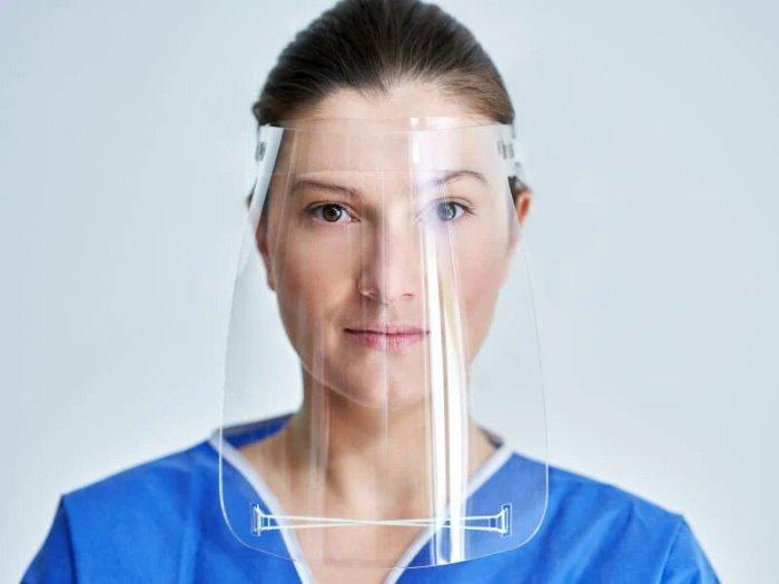واقي الوجه البلاستيكي أحد أدوات الحد من إنتشار فيروس كورونا