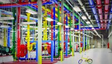 صورة من داخل مركز معلومات لشركة جوجل في مدينة دالاس بالولايات المتحدة
