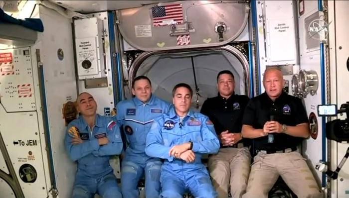 رائدي الفضاء بوب بنكين ودوج هيرلي ينضمان الي الرواد الثلاثة الذين سبقوهم الي المحطة الفضائية الدولية، 30 مايو 2020