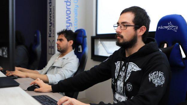 ينتشر موظفو شركة كيوردس حول العالم، ويعمل بعضهم في مكتب الشركة في مكسيكو سيتي، كما في هذه الصورة