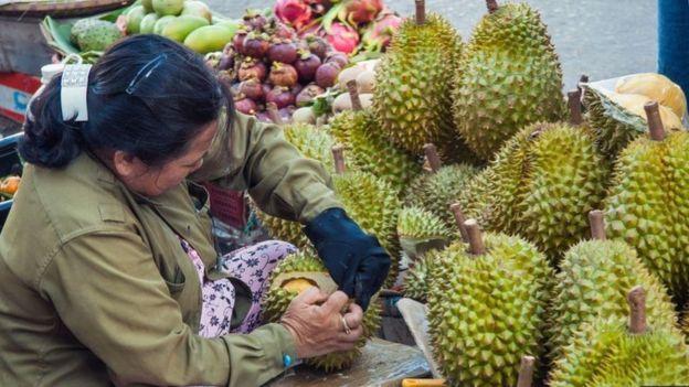 فاكهة دوريان التي اشتهرت برائحتها الكريهة، قد تستخدم في تصنيع جيل جديد من المكثفات الفائقة