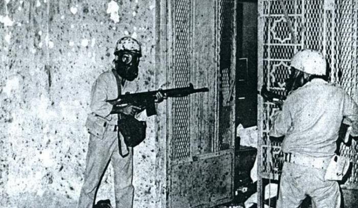 في عام 1979 اقتحم نحو 200 رجل تحت قيادة جهيمان العتيبي الحرم المكي فجرا