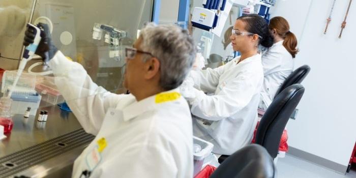 تعمل التكنولوجيا الحيوية في شركة مودرنا على تطوير علاجات شخصية للسرطان مصممة خصيصًا لكل مريض على حدة. مودرنا