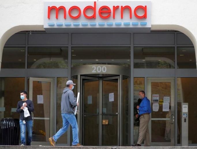 شعار شركة مودرنا على مقرها في كامبردج بولاية ماساتشوستس الأمريكية يوم 18 مايو 2020