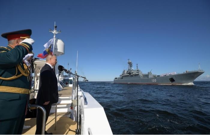 الرئيس الروسي بوتين في عرض سنوي للبحرية في سان بطرسبرج - روسيا يوم الأحد 26 يوليو 2020