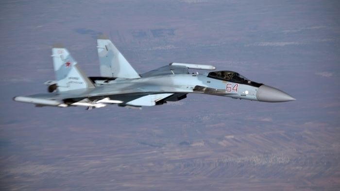 يصل مدى المقاتلة سوخوي 35 إلى 4500 كيلومتر.